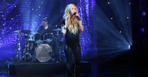 ellie-goulding-performs-beating-heart-1200x630